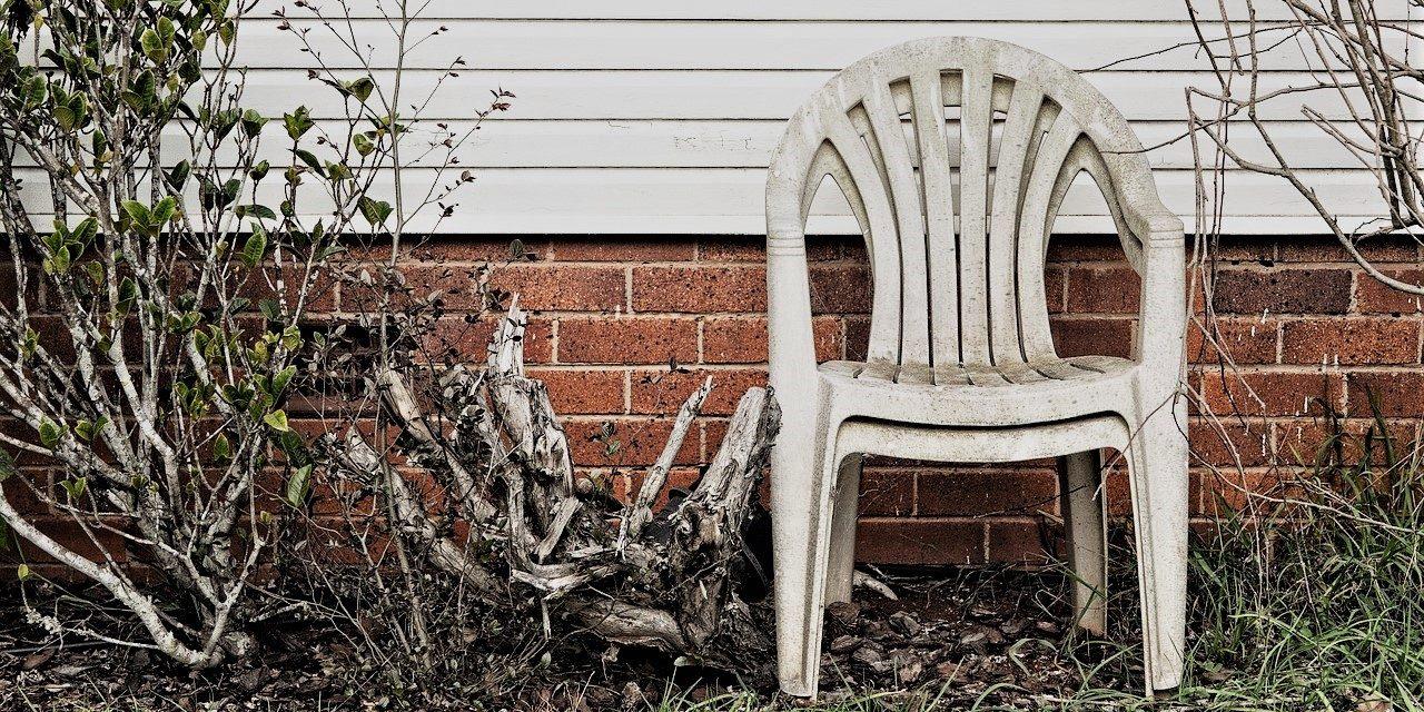 Rengøring af plastik havemøbler – Sådan får du snavs væk!